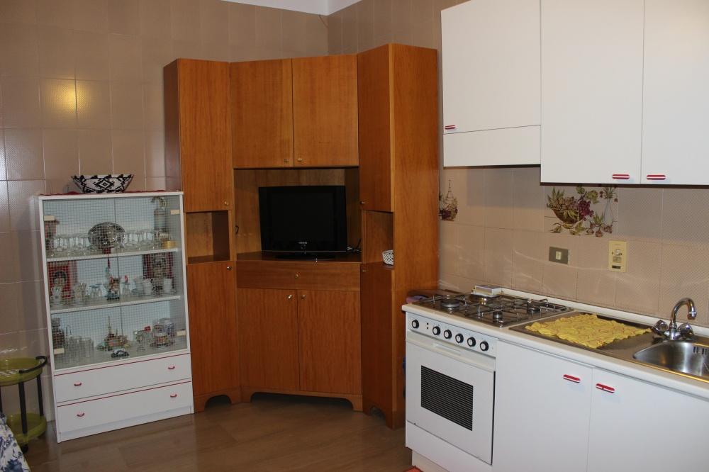 Foto 2 cucina abitabile abitazione + magazzino + cantina a Rocca di Capri Leone