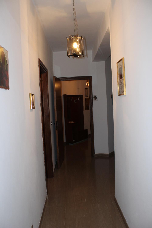 Corridoio abitazione + magazzino + cantina a Capri Leone frazione Rocca - Sicilia