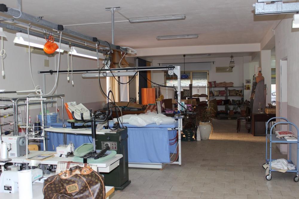 Foto 2 interno locale commerciale in vendita a Rocca di Capri Leone - Sicilia