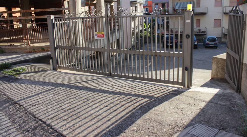 Cancello d´ingresso al parcheggio