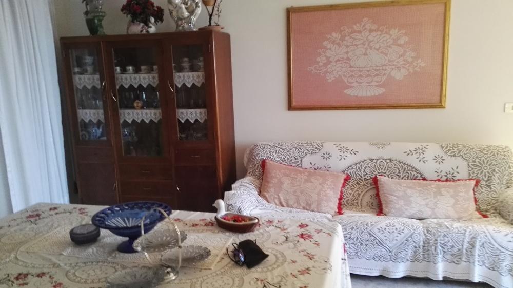 Foto n. 2 del soggiorno fabbricato su tre livelli in vendita a Castell'Umberto