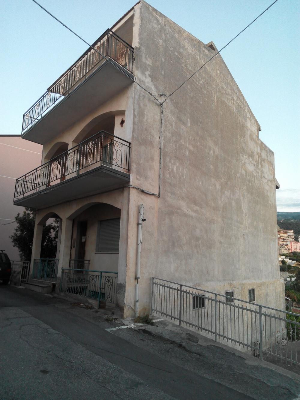 Prospetto esterno fabbricato di 4 piani in vendita a Rocca di Capri Leone