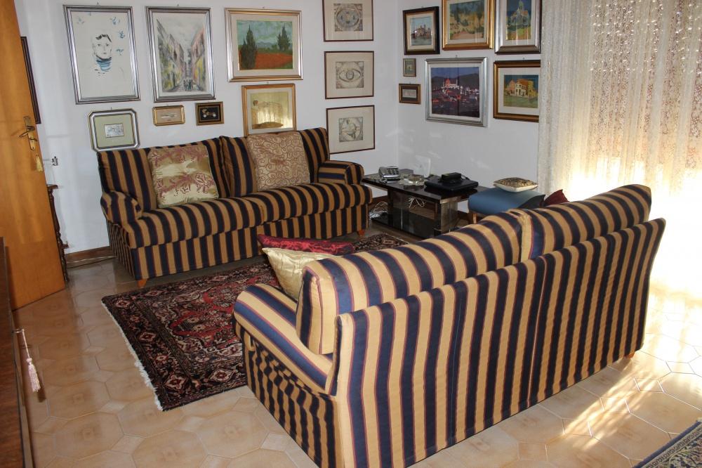 Soggiorno casa vendita Rocca di Capri Leone RC71VF