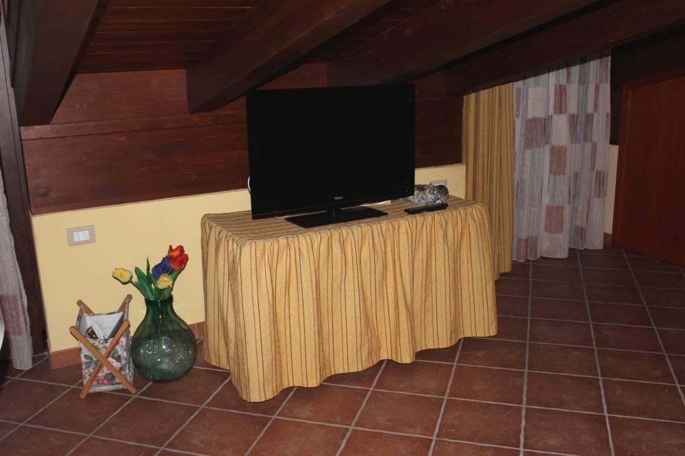 Mobiletto con TV