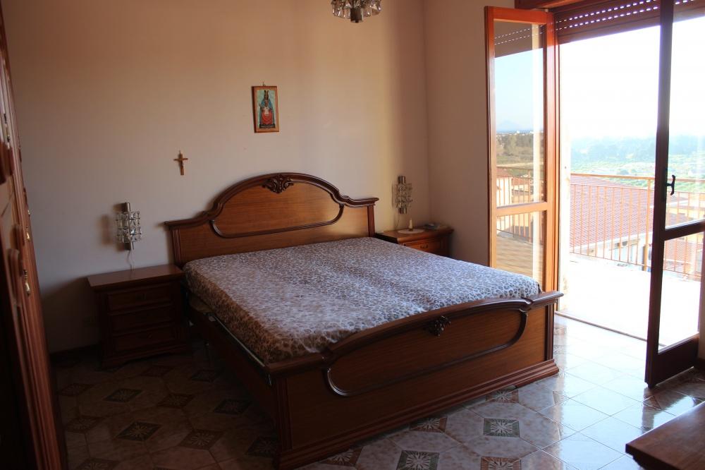Camera da letto principale della casa in vendita di Rocca di Capri Leone