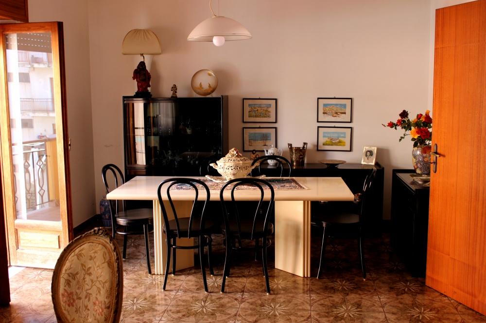 Foto n. 1 del soggiorno della casa in vendita a Rocca di Capri Leone RC76VF