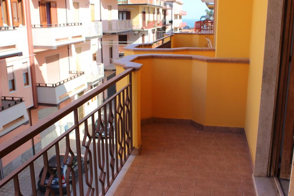 Balcone n. 2 abitazione in vendita a Rocca di Capri Leone RC76VF