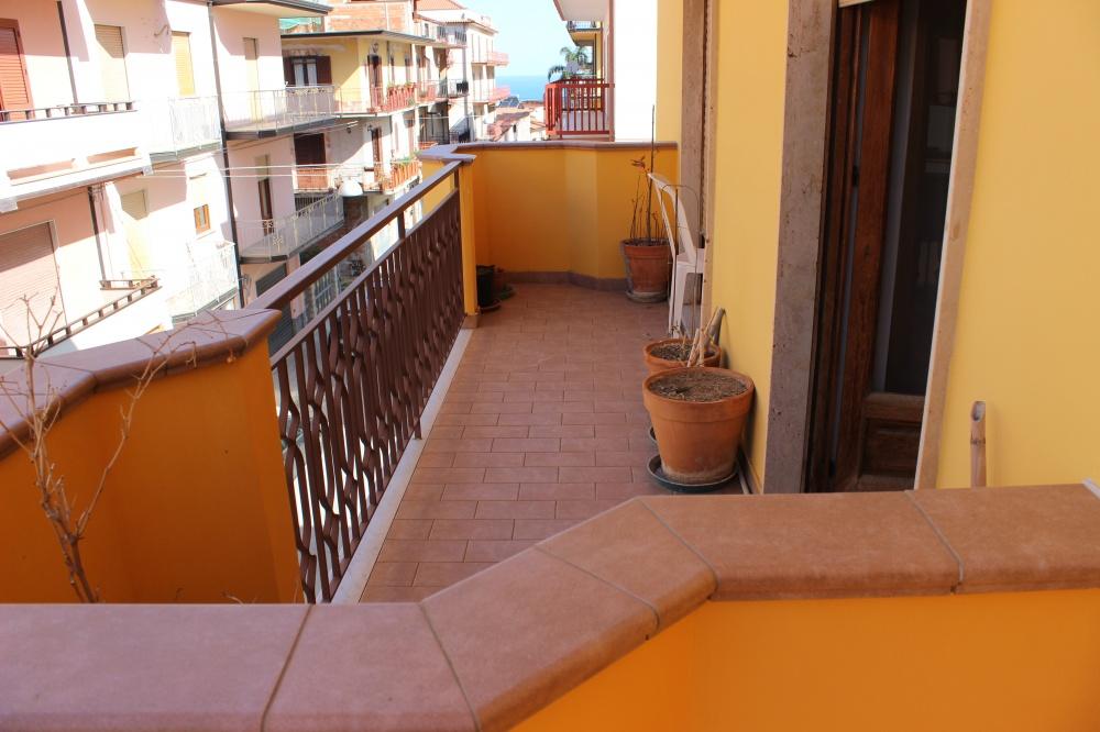 Balcone n. 3 abitazione in vendita a Rocca di Capri Leone RC76VF