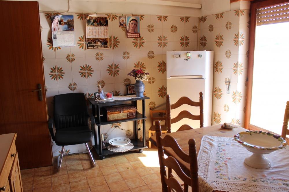 Foto n. 2 della cucina abitazione in vendita a Rocca di Capri Leone RC76VF