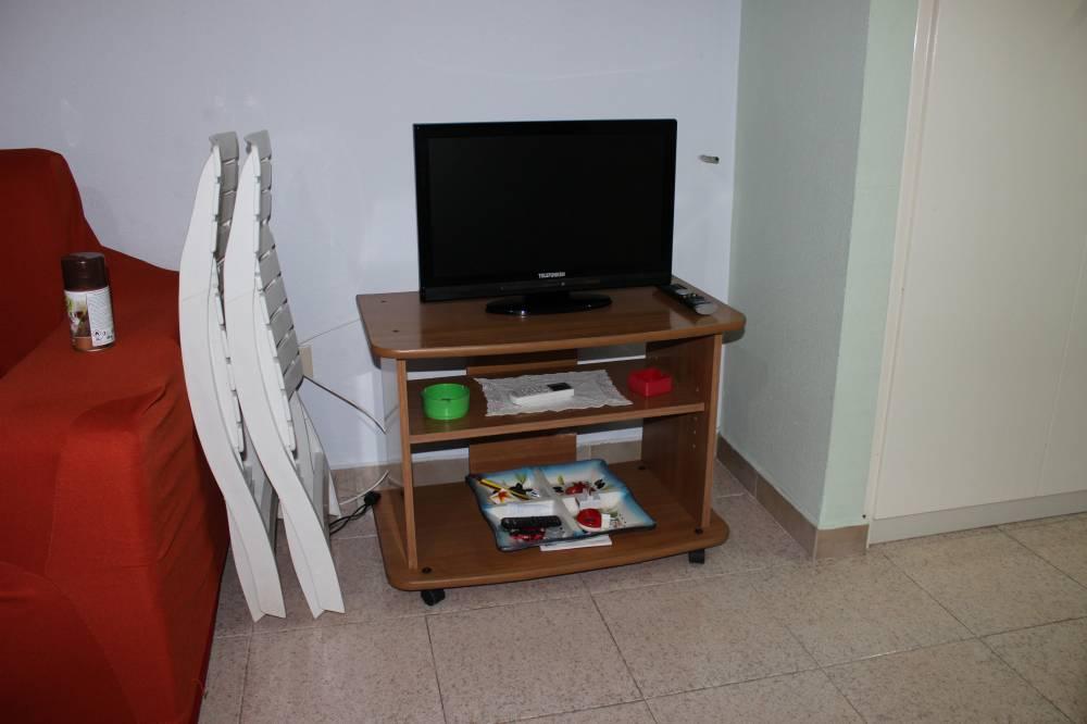TV a schermo piatto in cucina