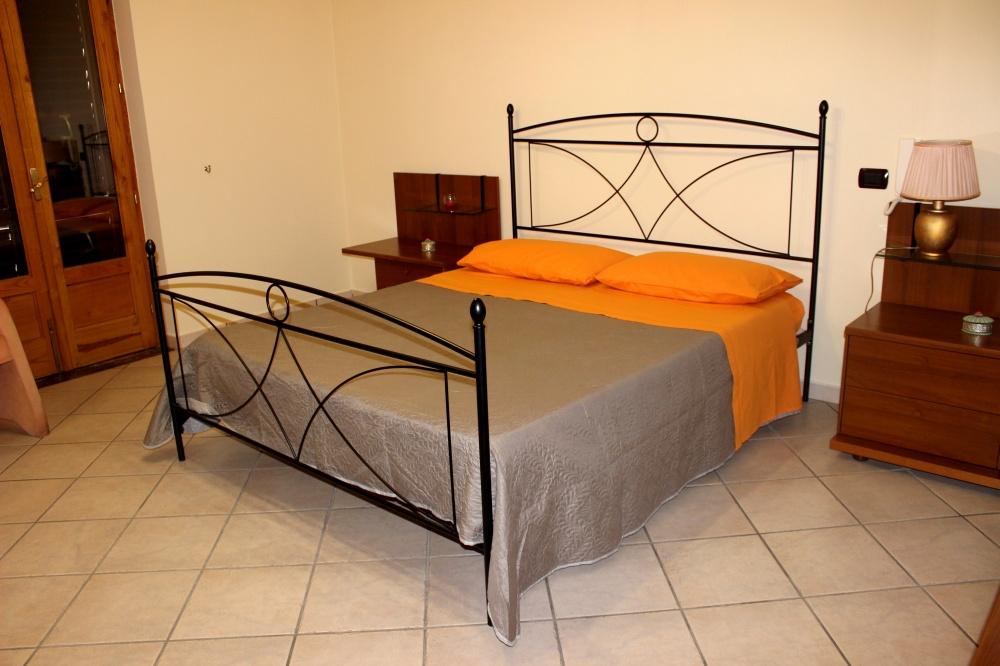 Camera da letto matrimoniale - Casa Vacanza RC55 a Rocca di Capri Leone