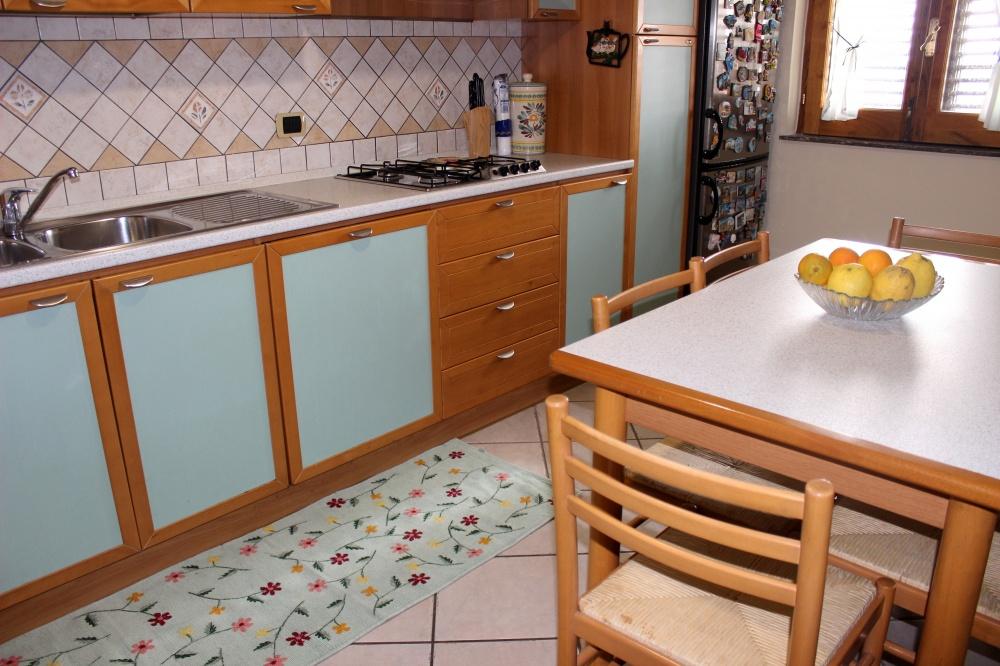 Foto 2 dell'angolo cucina - Casa Vacanza RC55 a Rocca di Capri Leone