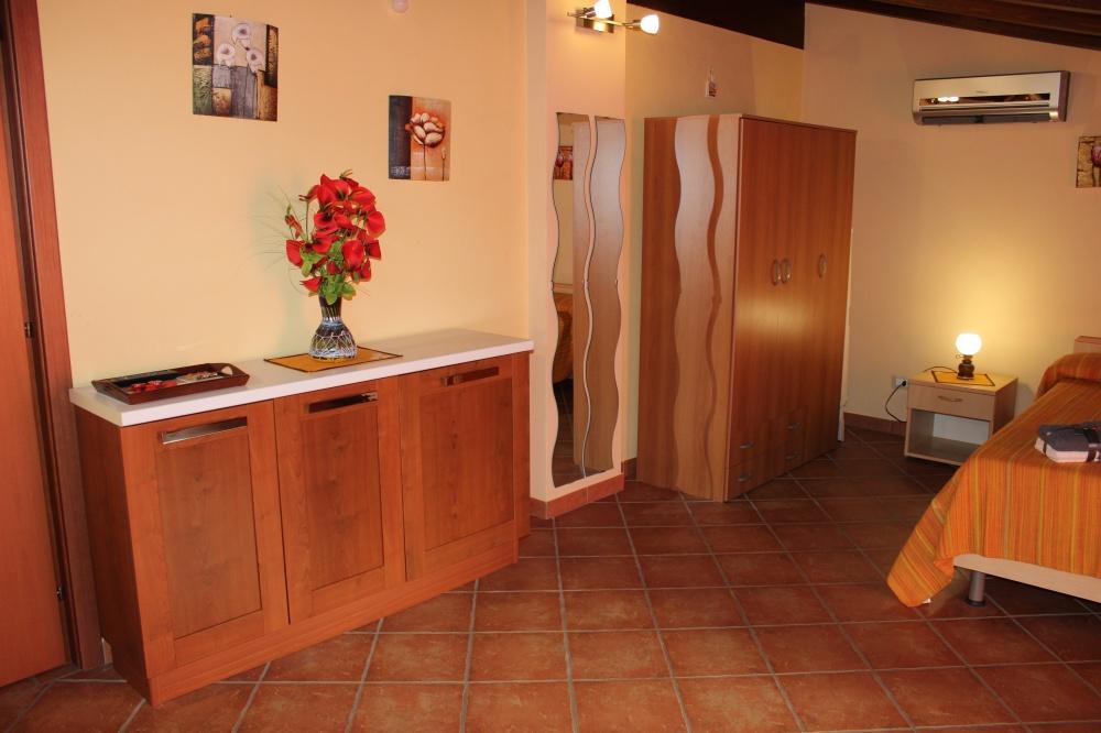 Camera casa vacanza di Rocca di Capri Leone RC44