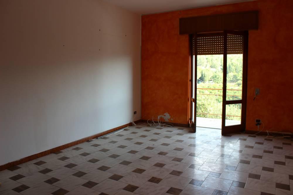 Camera 4 abitazione in vendita a Rocca di Caprileone