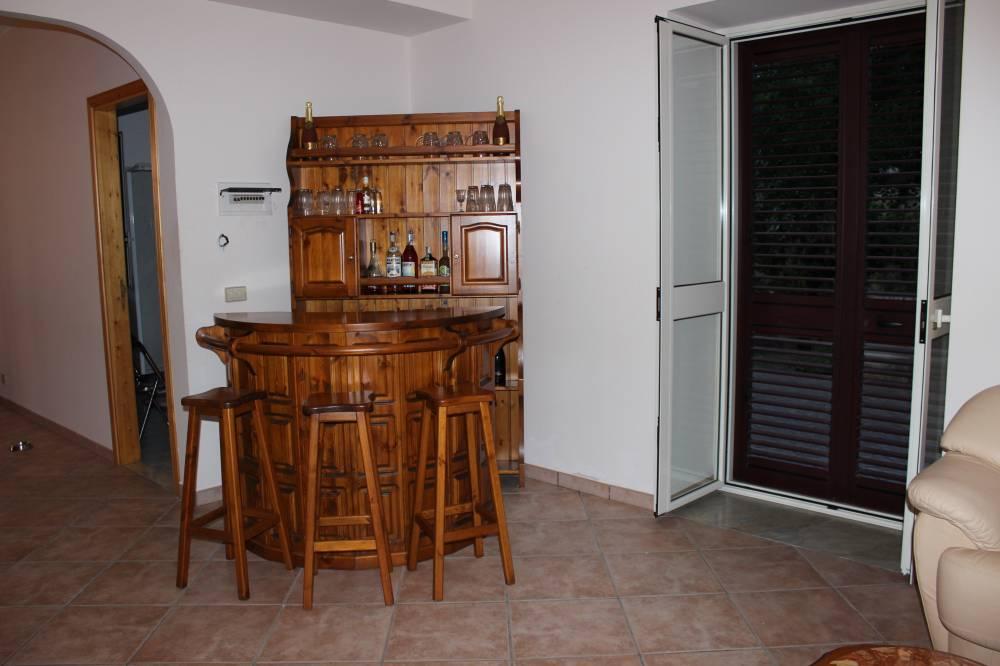 Mobile bar della villa in vendita nel Comune di Mirto