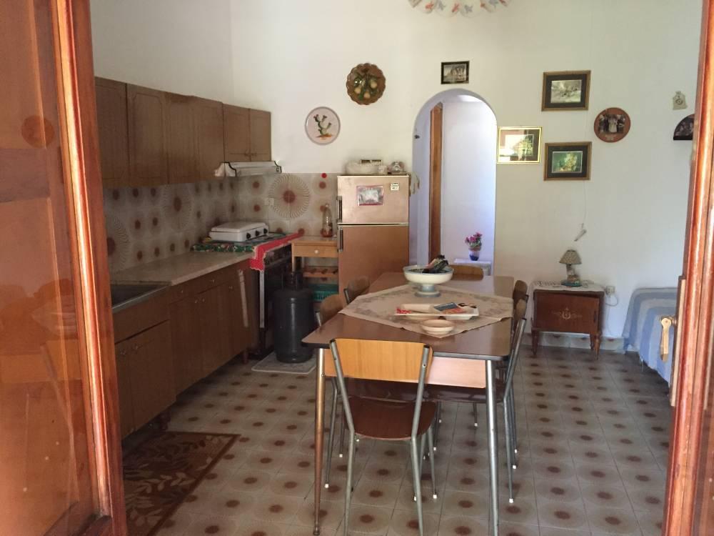 Cucina della casa in vendita a Vulcano (Lipari - Sicilia)