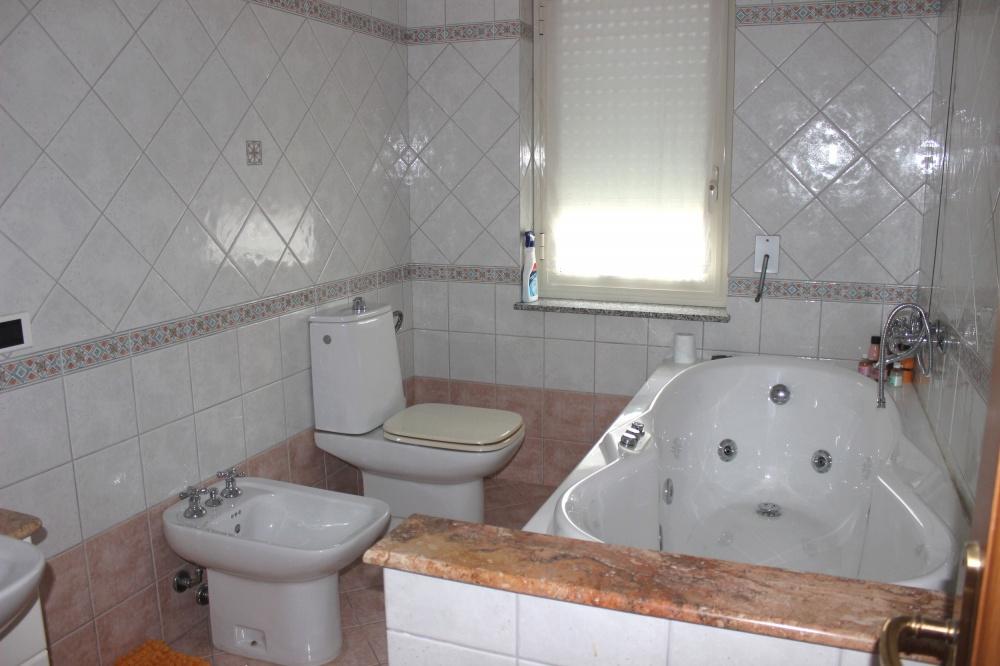 Bagno n. 1 dell'appartamento Rif. RC78VF a Rocca di Capri Leone