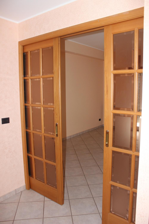 Porta soggiorno dell'appartamento Rif. RC78VF a Rocca di Capri Leone