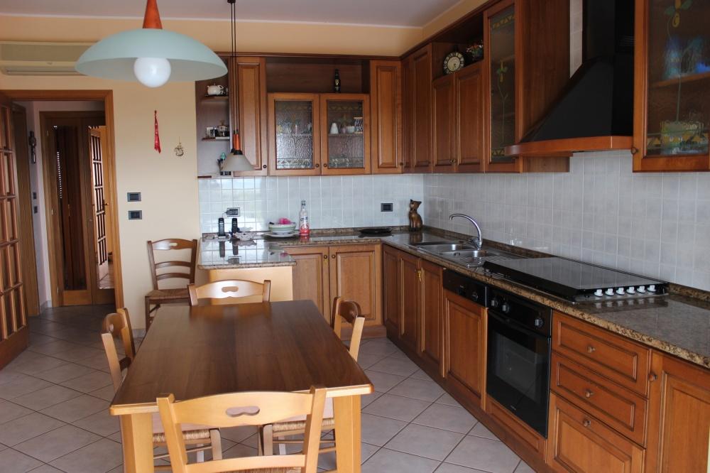 Cucina dell'appartamento Rif. RC78VF a Rocca di Capri Leone