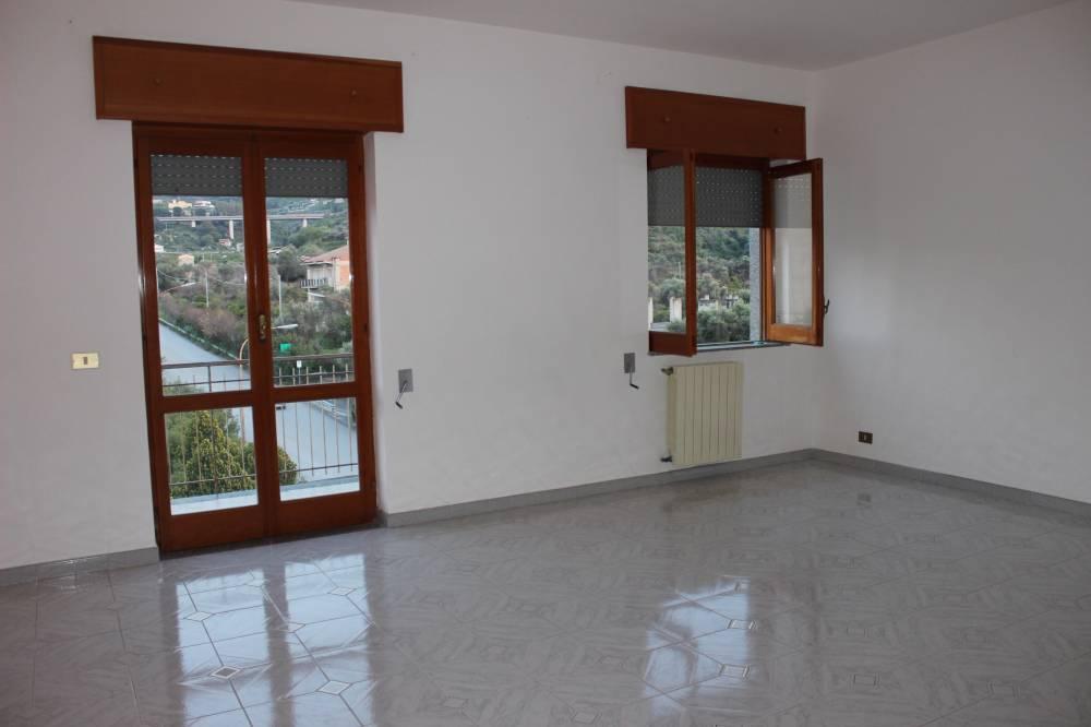 Soggiorno appartamento in vendita a Rocca di Capri Leone - Sicilia