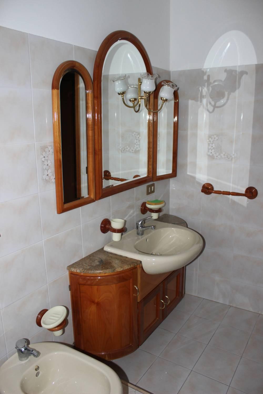 Foto n. 2 del bagno n. 1 appartamento in vendita a Rocca di Capri Leone - Sicilia