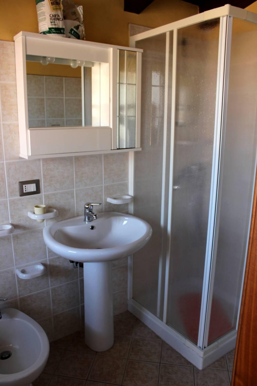 Foto n. 2 del Bagno al piano secondo del fabbricato in vendita a Torrenova - Sicilia