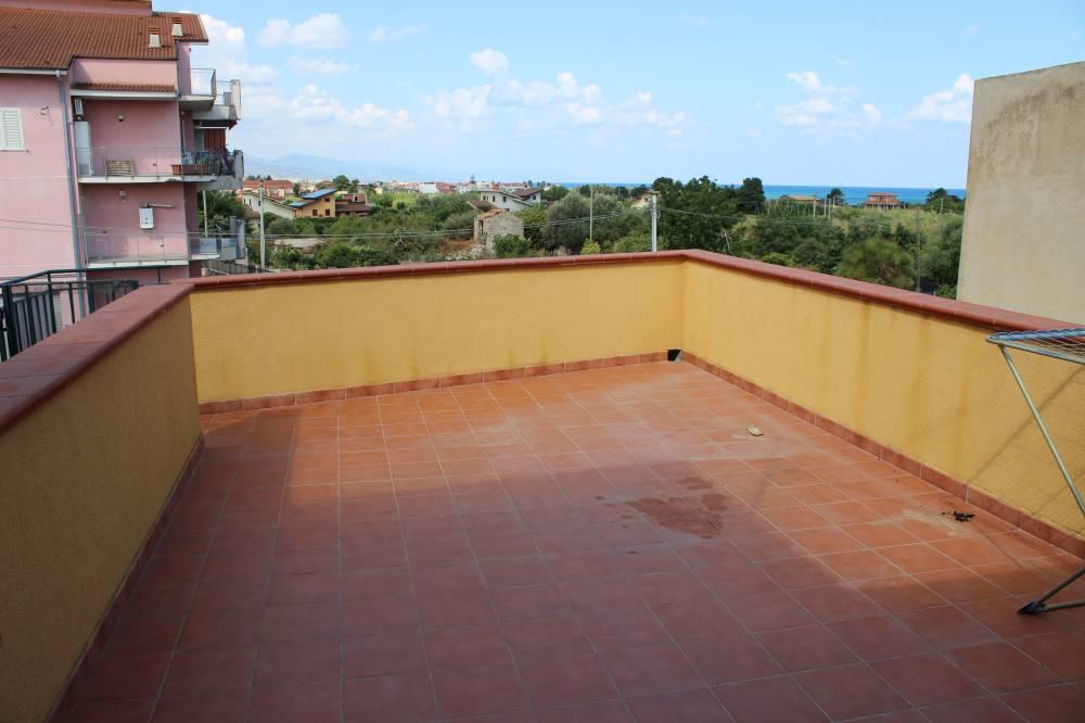 Terrazzo al piano secondo del fabbricato in vendita a Torrenova - Sicilia