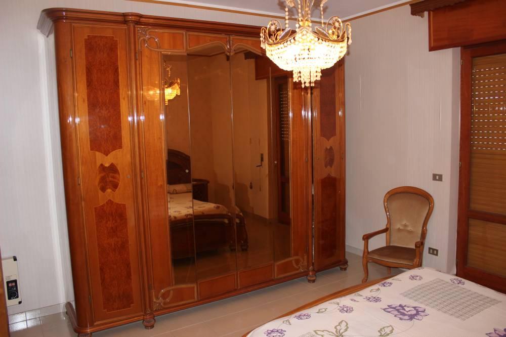 Armadio in camera matrimoniale abitazione in vendita città di Rocca di Capri Leone - Sicilia