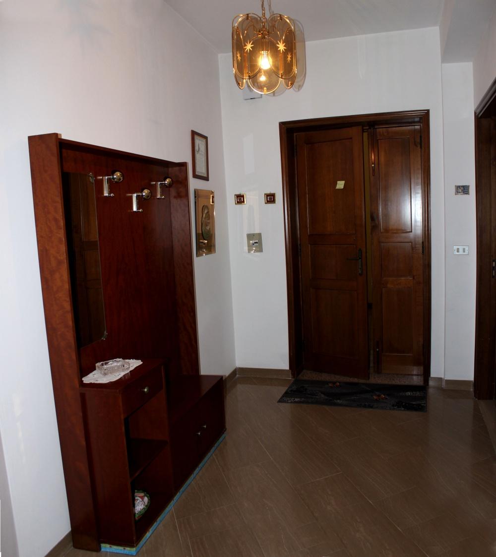 Ingresso abitazione + magazzino + cantina a Capri Leone frazione Rocca - Sicilia