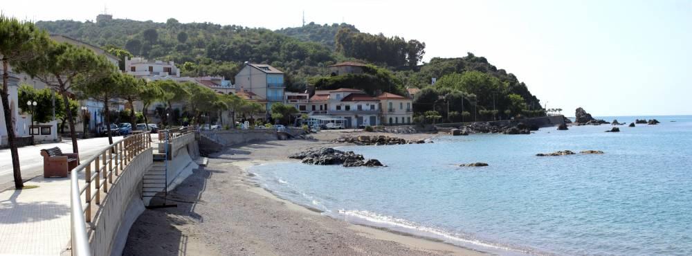 Un tratto della bellissima ed attigua spiaggia di San Gregorio