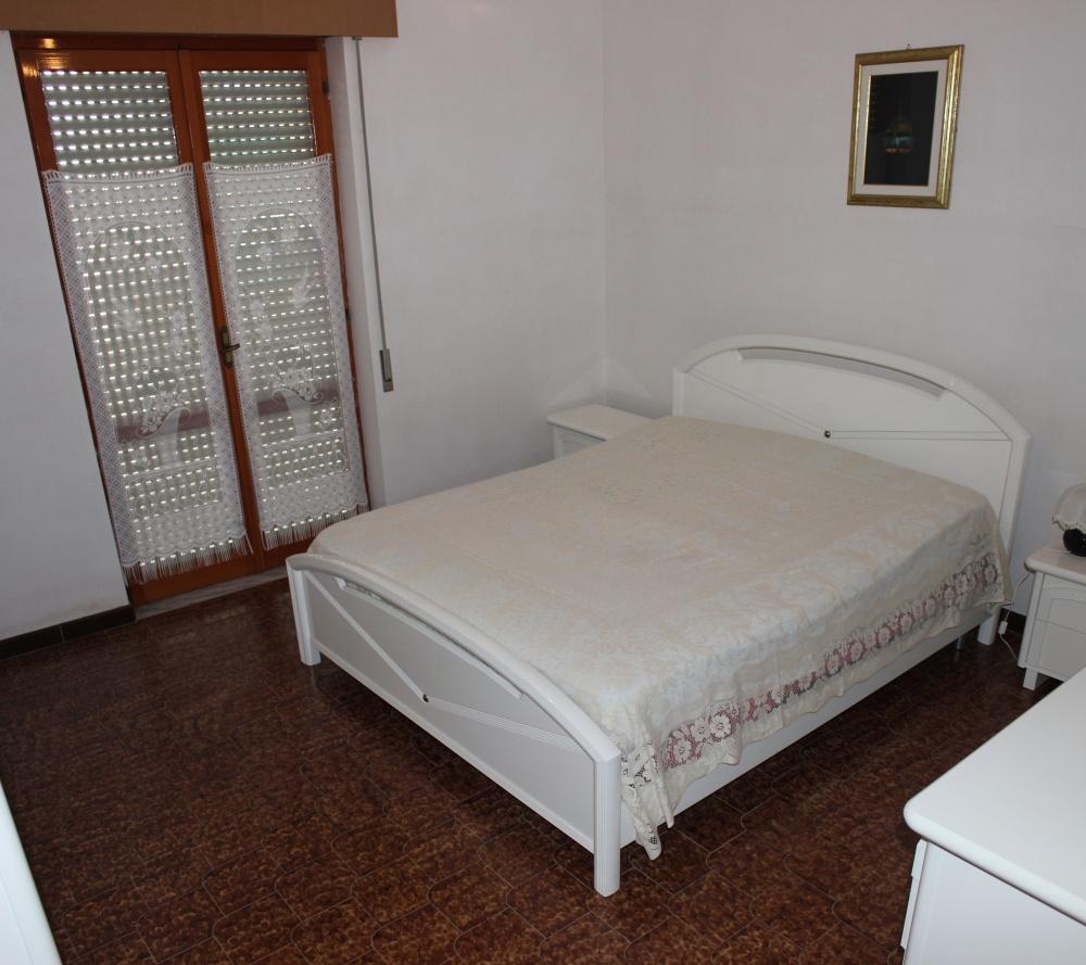 Camera da letto appartamento + magazzino a Rocca di Capri Leone