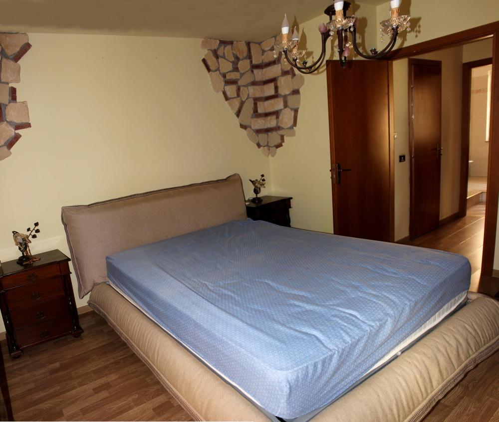 Camera da letto n. 2 appartamento in vendita a Rocca di Capri Leone vicino piazza Mattarella