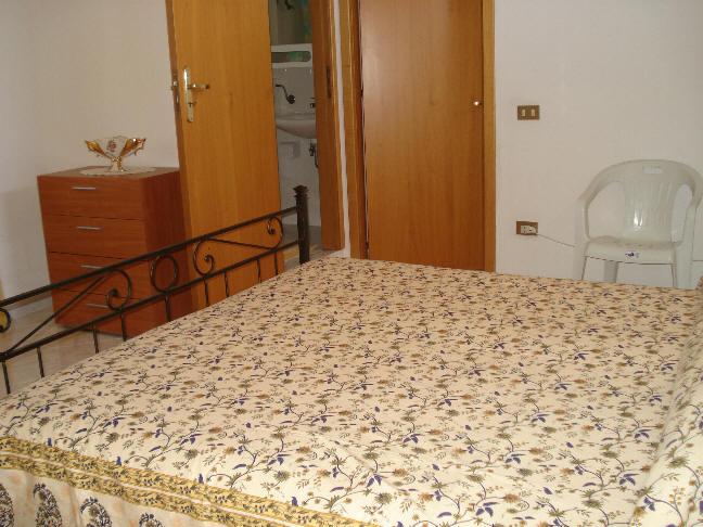 Foto 2 della camera da letto e bagno in camera
