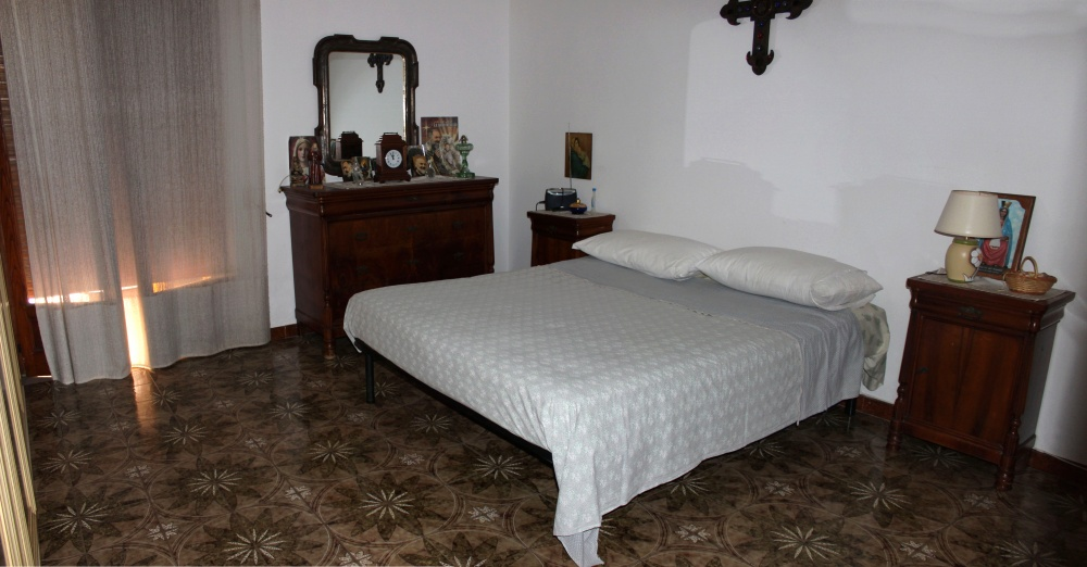 Foto n. 1 della prima Camera da letto abitazione in vendita a Rocca di Capri Leone RC76VF