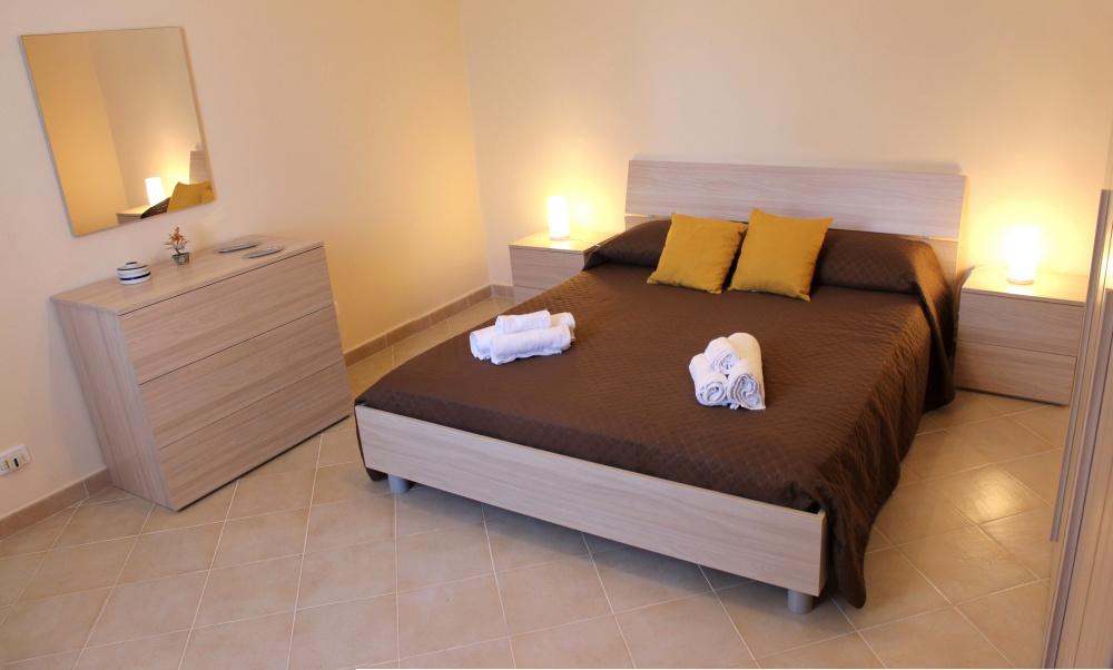 Foto n. 1 camera da letto principale della casa vacanza di Rocca di Capri Leone RC54