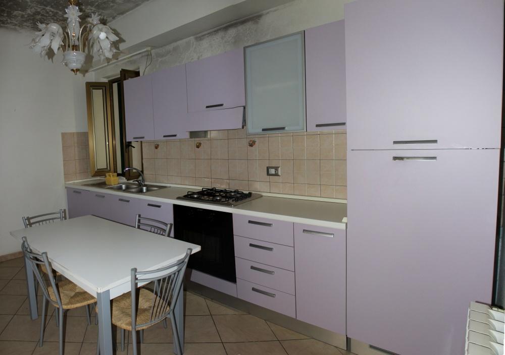 Cucina al primo piano del fabbricato in vendita a Torrenova - Sicilia