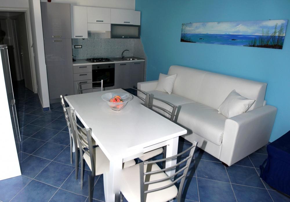 Soggiorno cucina (foto n. 3) casa vacanza in vendita a Capo d'Orlando CD12VF