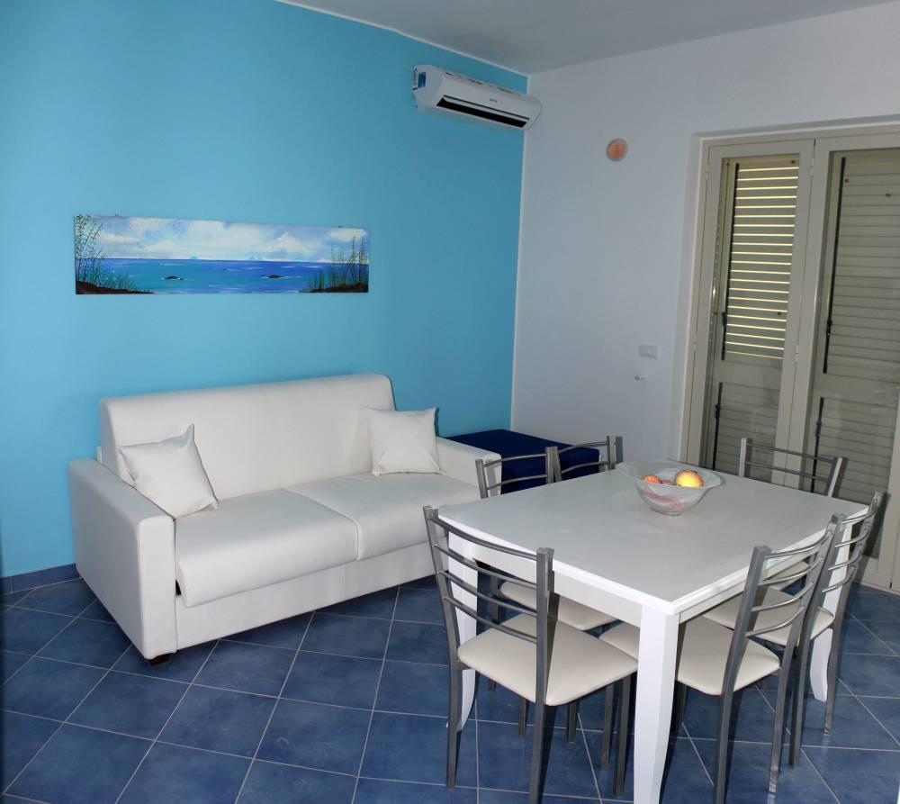 Soggiorno cucina (foto n. 2) casa vacanza in vendita a Capo d'Orlando CD12VF
