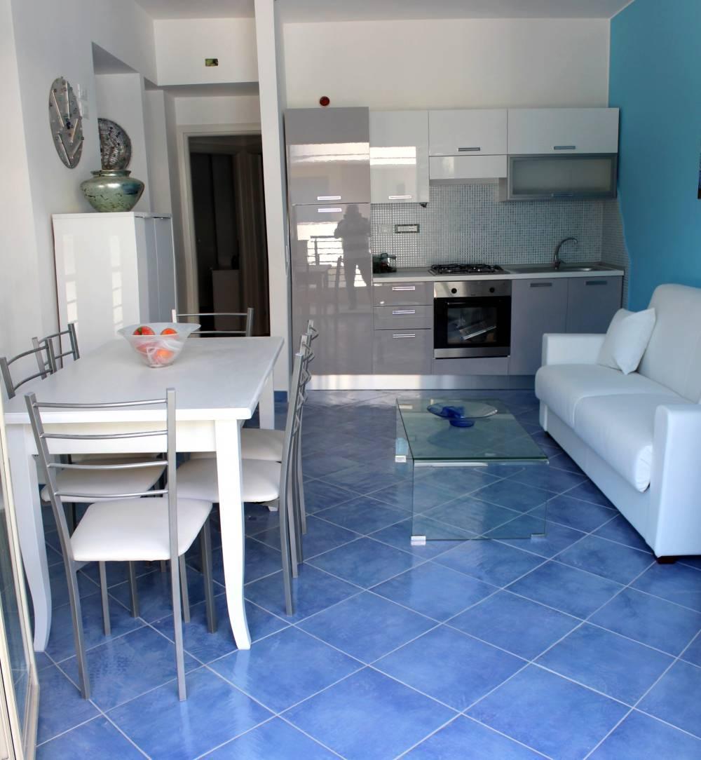 Soggiorno cucina casa vacanza in vendita a Capo d'Orlando CD12VF