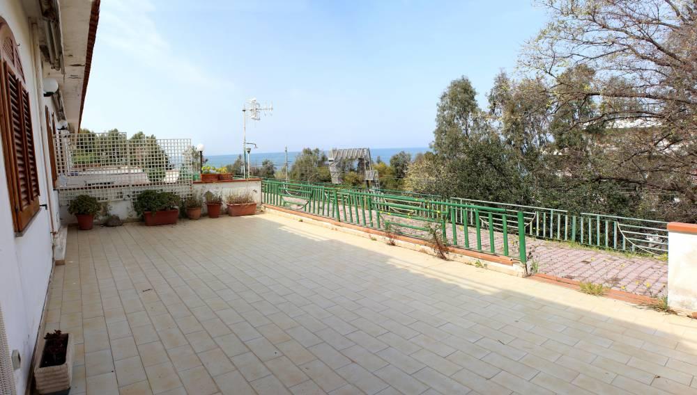 Terrazzo abitazione in vendita città di Marina di Caronia residence Torre del Lauro