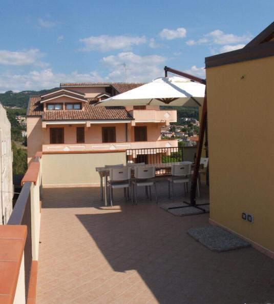 Foto n. 2 del terrazzo con vista mare